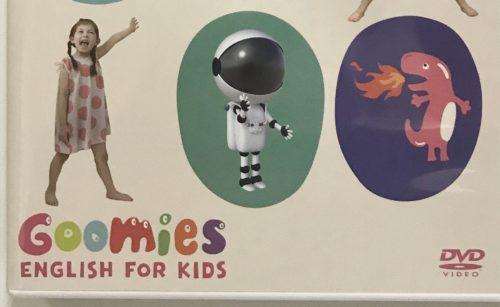 3歳の娘はGoomies(グーミーズ)のパッケージを見た瞬間、なぜか宇宙飛行士の絵が気に入っていました。