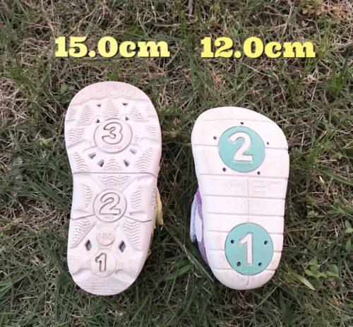 靴底に水抜き用の穴がある1